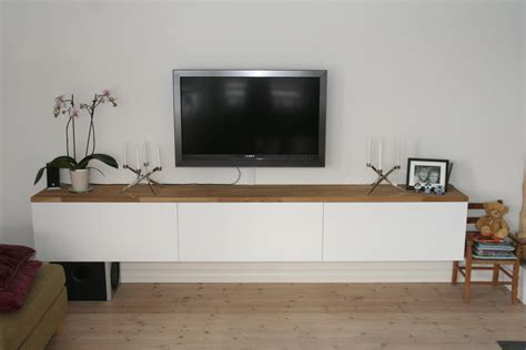 House Number 9: TV-benk