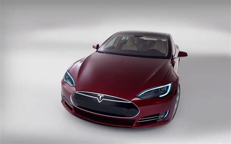 After Hyping Solyndra, TV News Ignores Tesla's Loan Repayment