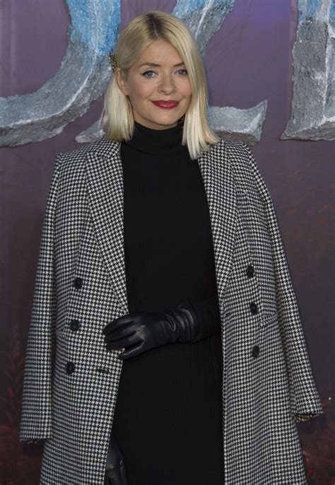 Holly Willoughby - Holly Willoughby Photos - 'Frozen 2