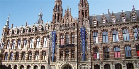 Shopping Mall in Amsterdam, find out where and when they